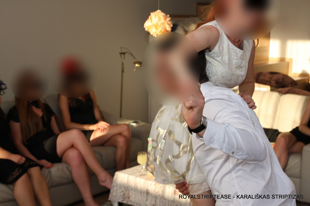 dovana zmonai vestuviu proga profesionalus sokejas