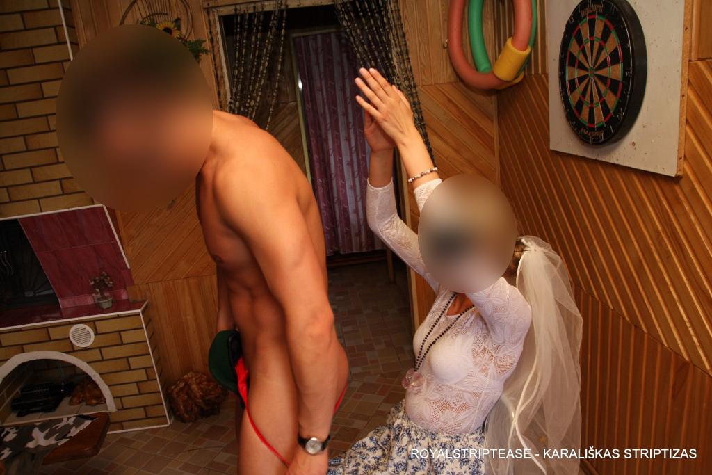 striptizas mergvakariui kaune